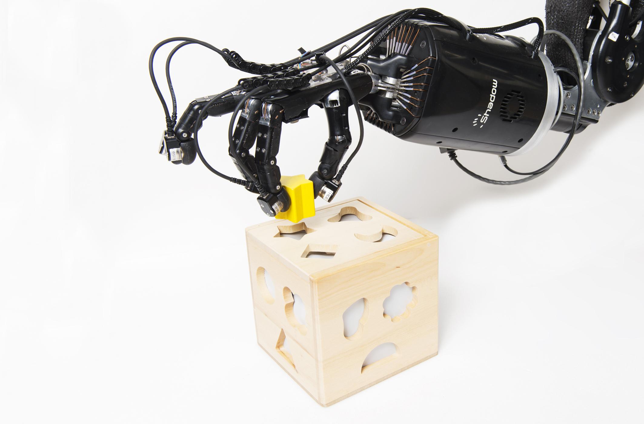 Manipulation fine d'un objet par la main robotisée du projet Handle.
