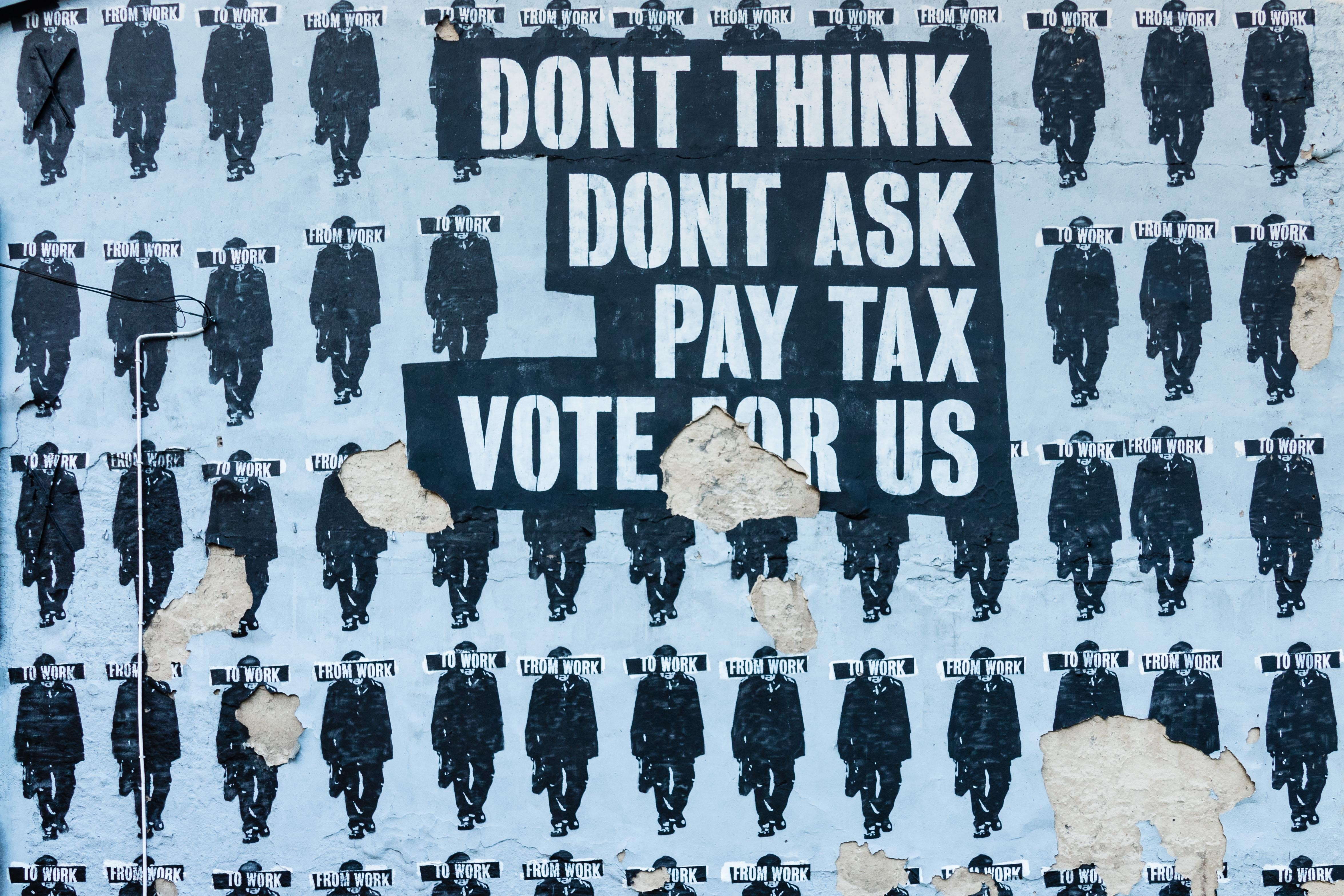 "Photo d'une affiche ""Dont think, Dont ask, Pay tax, vote for us"""