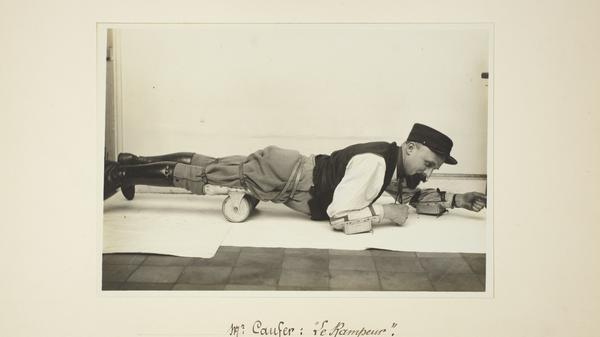 Le rampeur de monsieur Caufer, 1917-1918, tirage gélatino-argentique, Archives nationales (France), 398AP/38