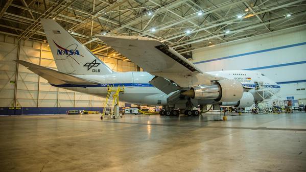 Télescope volant dans grand hangar