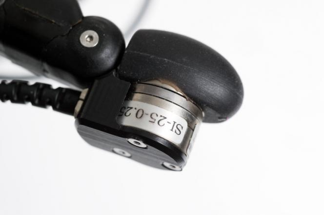 Bout du doigt de la main robotisée équipé d'un capteur tactile