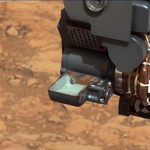 Poudre de roche martienne prélevée par le rover Curiosity