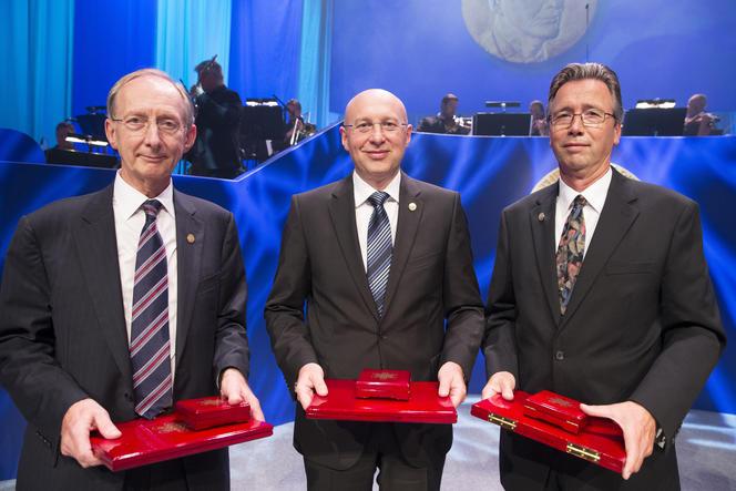 Thomas Ebbesen reçoit le prix Kavli.