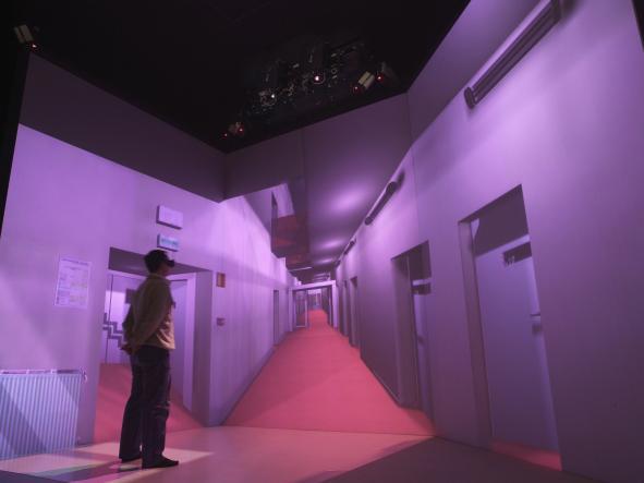 Expérience de réalité virtuelle dans le cube immersif du CRVM