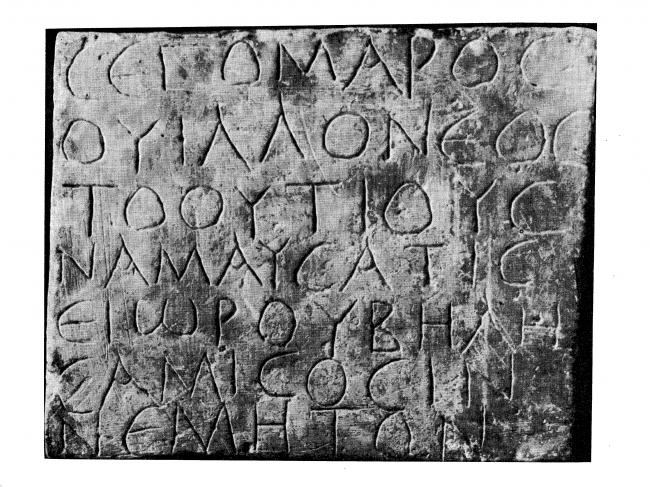 Inscription gallo-grecque sur un bloc de pierre.