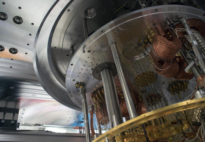 Vue de l'intérieur de l'ordinateur quantique IBM Q.