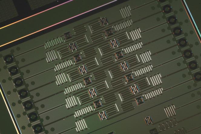 Prototype de processeur quantique de 16 Qubit fabriqué par IBM.