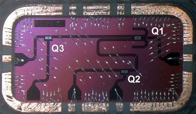 Puce à circuits supraconducteurs intégrant 3 qubits