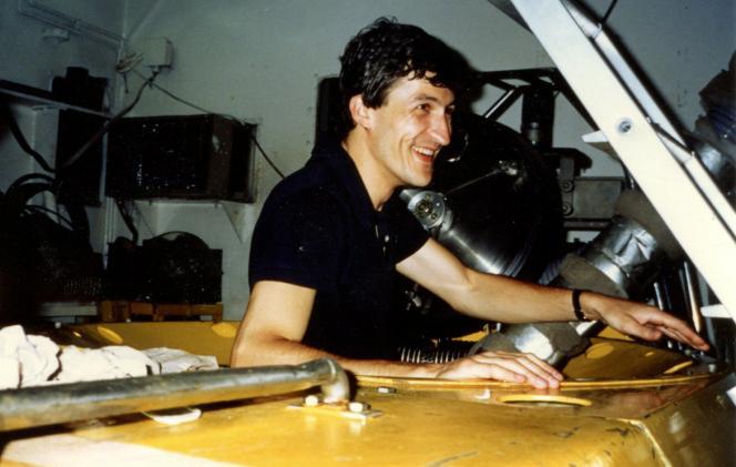 Serge Lallemand à bord du Nautile, au Japon.