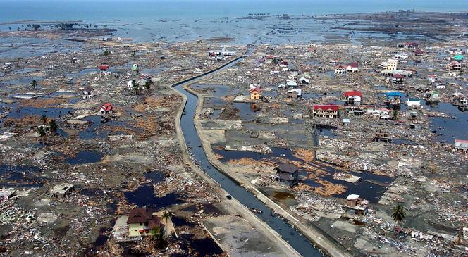 Vue aérienne de la zone côtière de Banda Aceh sur l'ïle de Sumatra (Indonésie) après le tsunami du 26 décembre 2004.