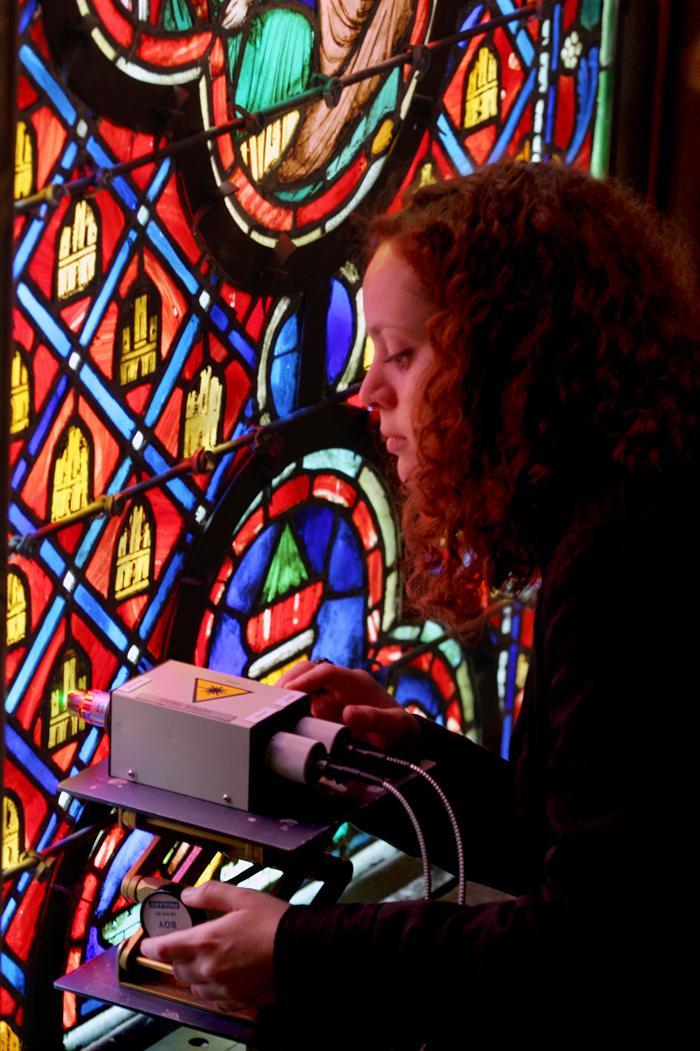 Analyse par spectroscopie Raman des vitraux de la Sainte-Chapelle