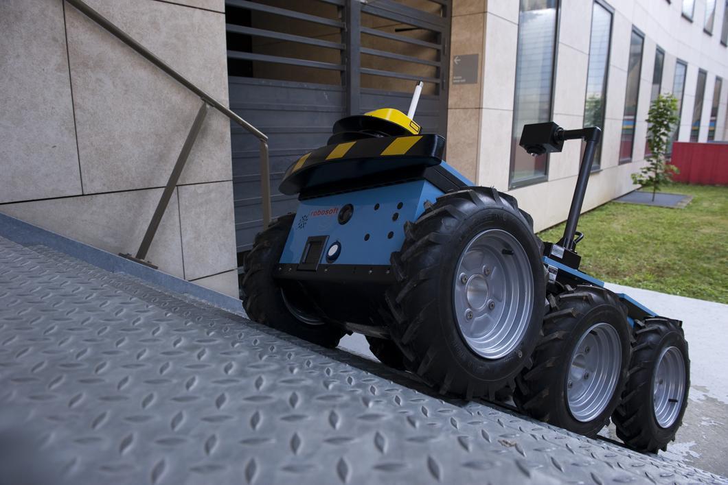Robot Roc6 pouvant évoluer dans tout type d'environnement, urbain ou naturel