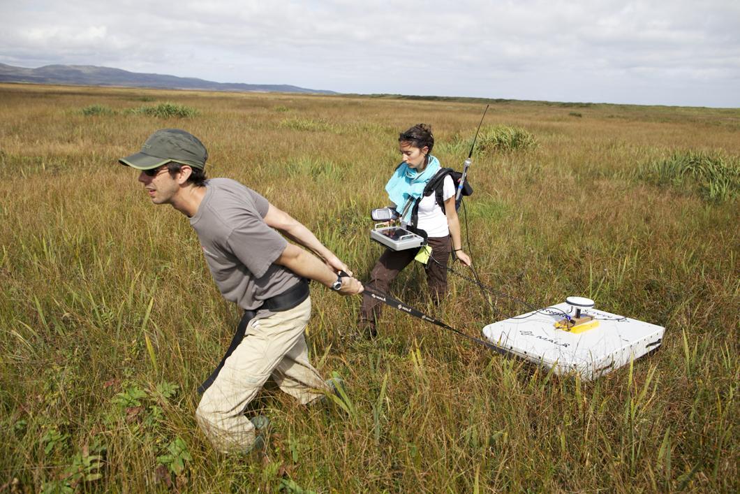 Système géoradar utilisé pour déterminer la composition et la structure de l'isthme de Miquelon-Langlade