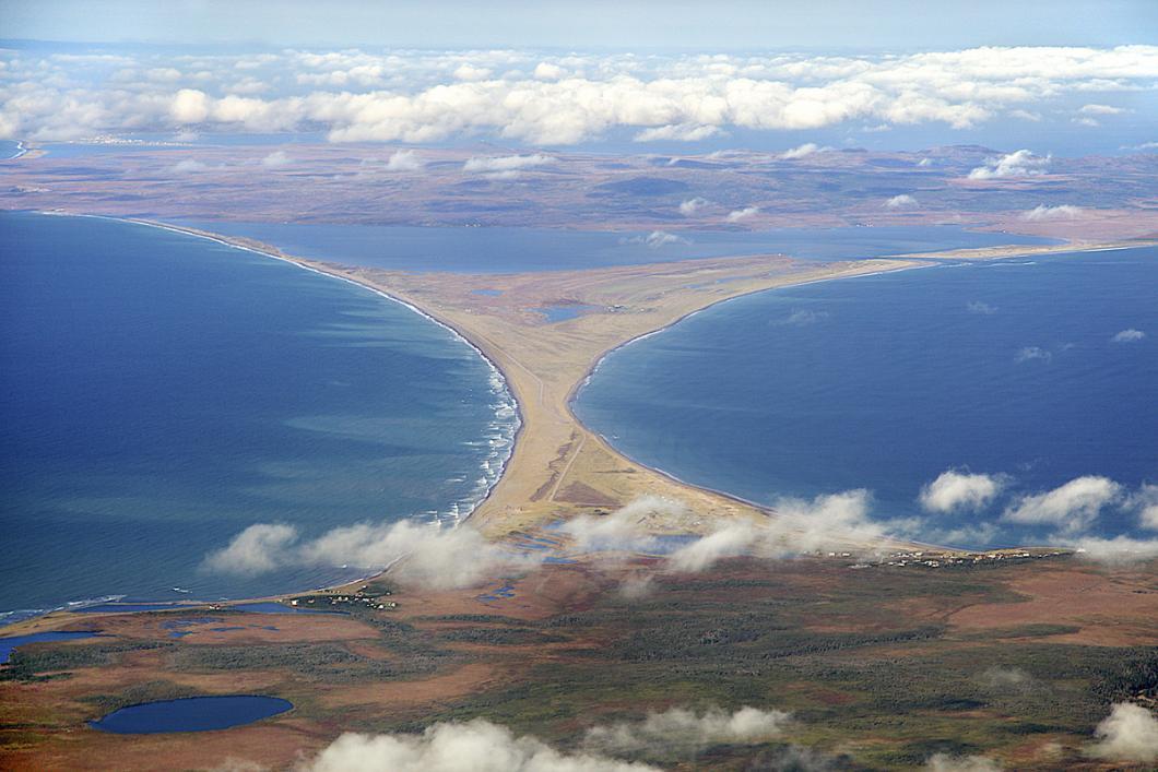 L'isthme de Miquelon-Langlade relie la presqu'île de Langlade à celle de Grande Miquelon.