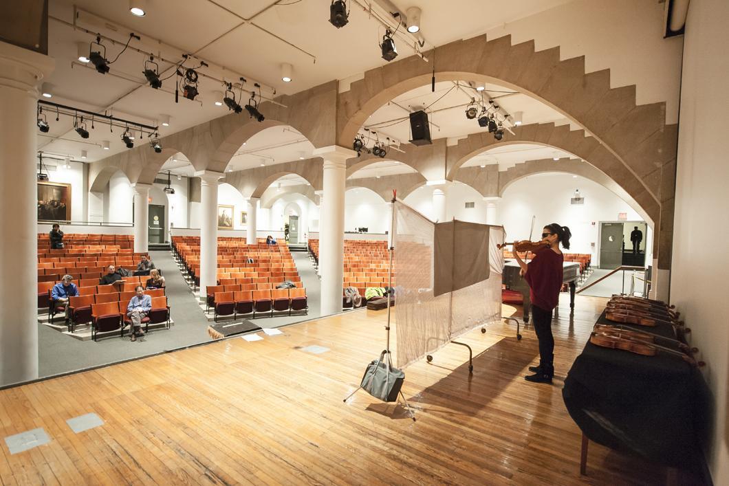 Présélection des violons à la Cooper Union par la violoniste Karen Gomyo