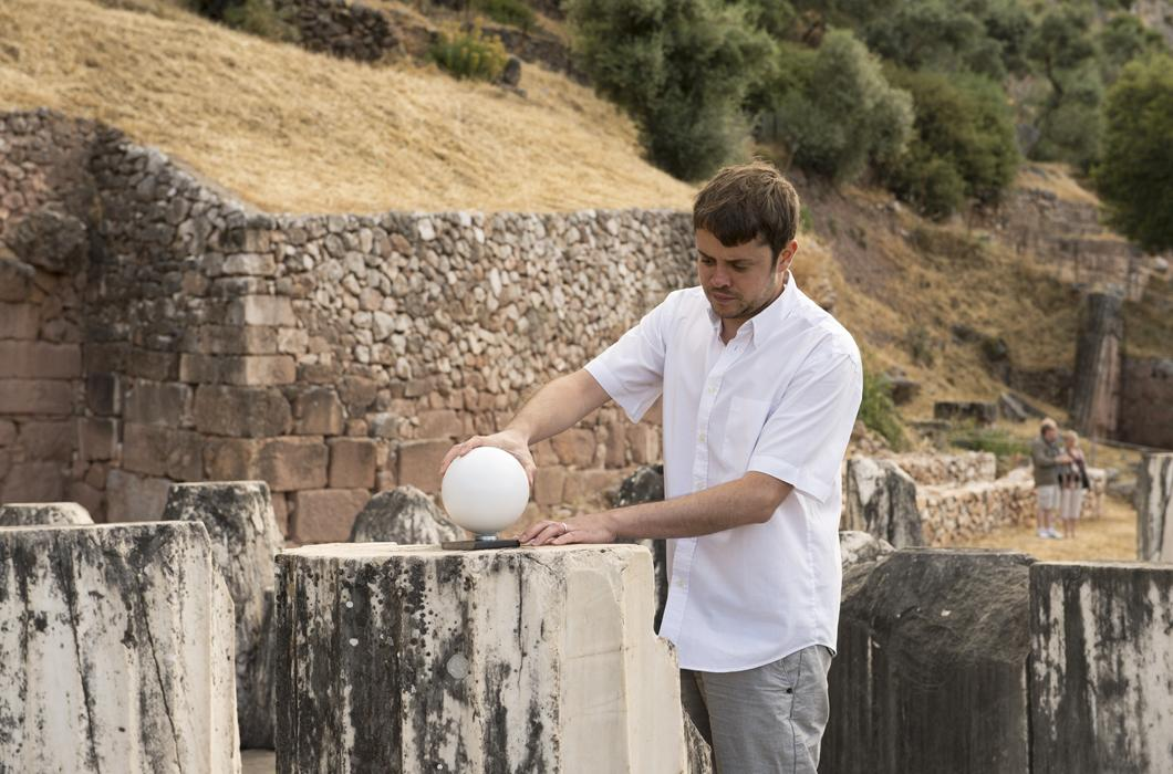 David Lo Buglio sur le site de la Tholos de Delphes