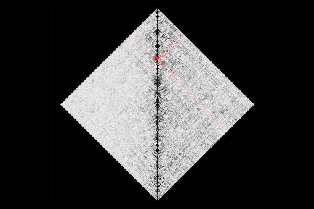 Cube au quadrillage complexe sur fond noir.