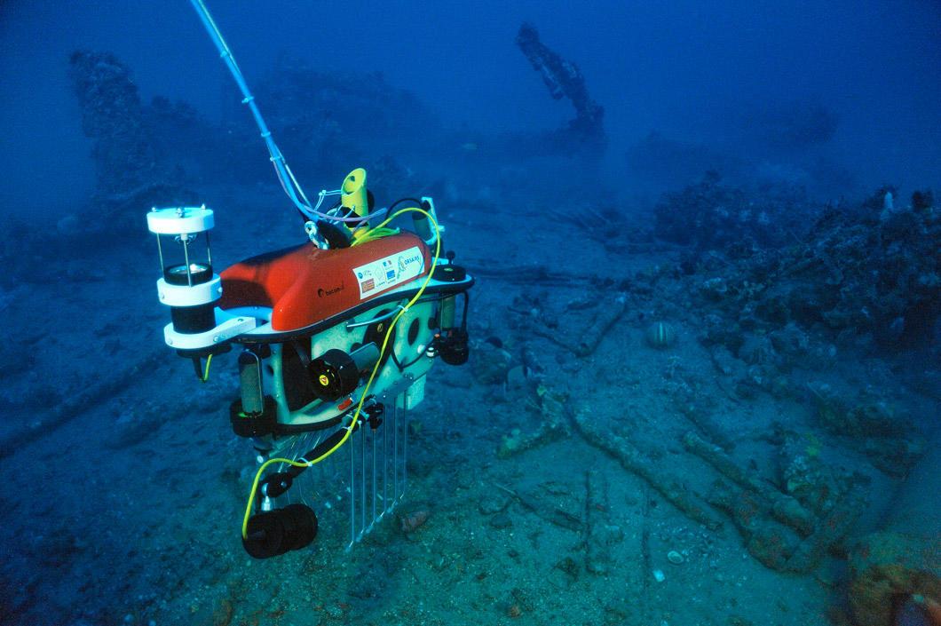 Un robot arrive sur une épave sous-marine