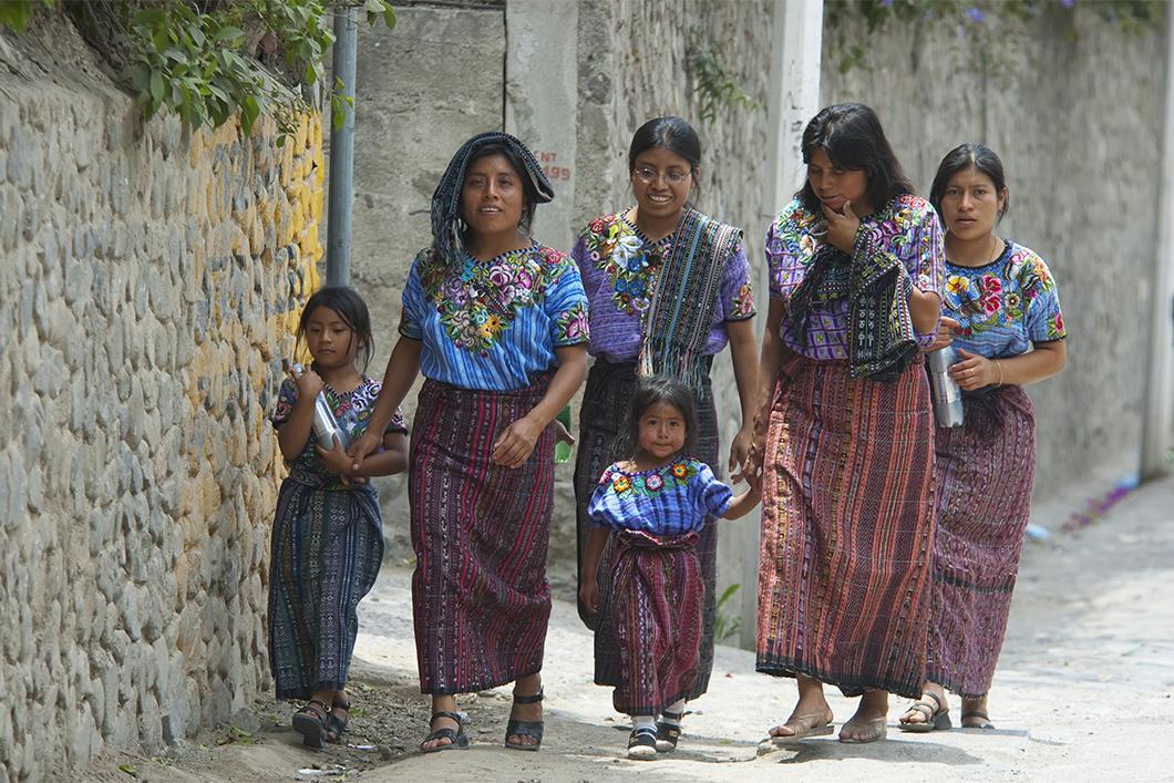 Femmes mayas portant le huipil