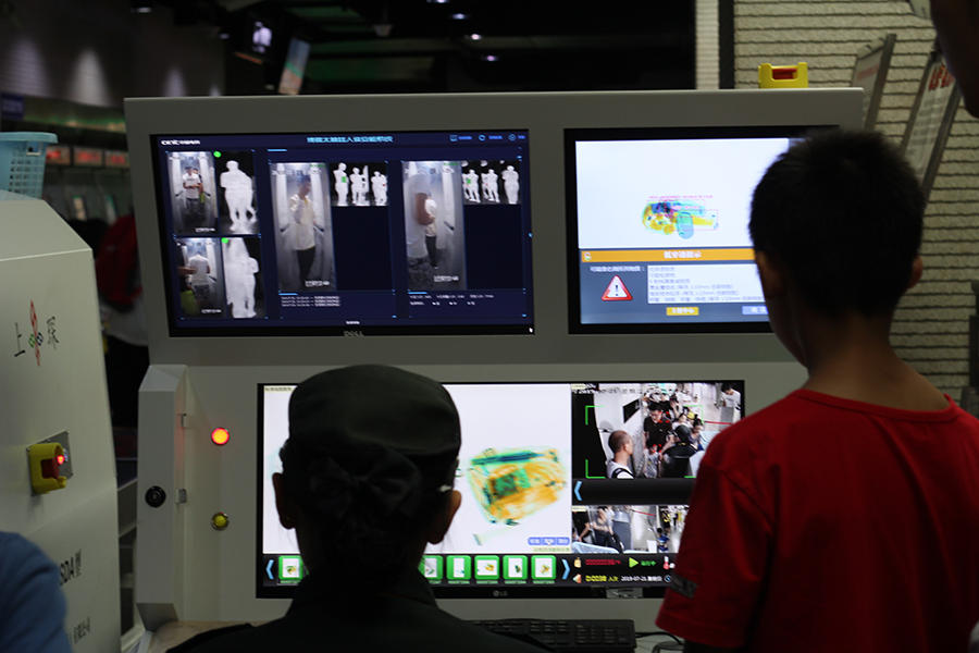 Surveillance du métro de Shanghai à l'aide d'une caméra Terahertz.