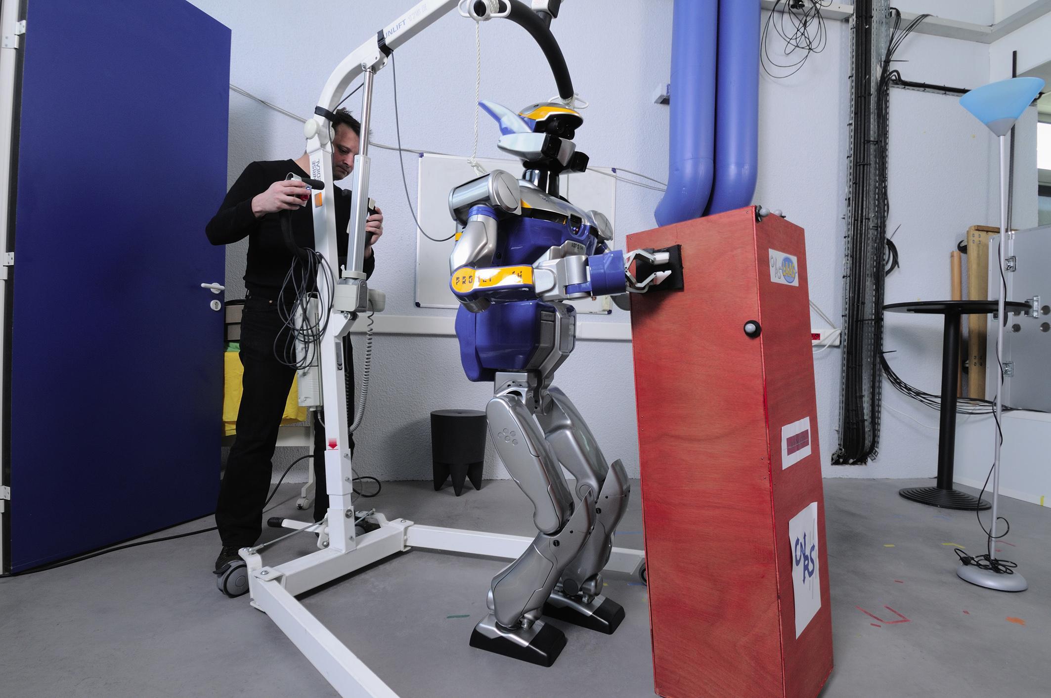 Le robot  humanoïde HRP-2