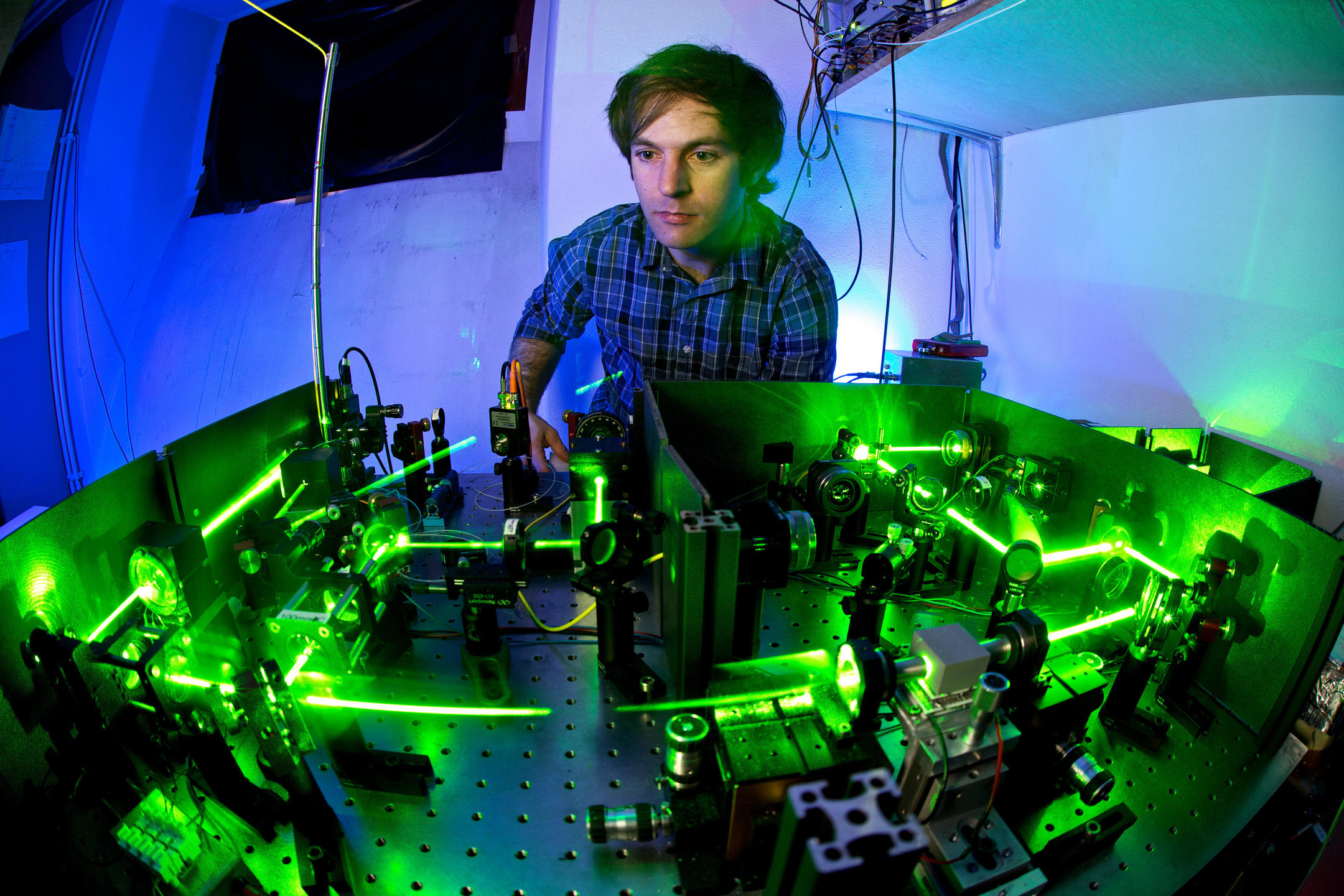 Source de photons intriqués utilisée lors d'expériences de physique quantique