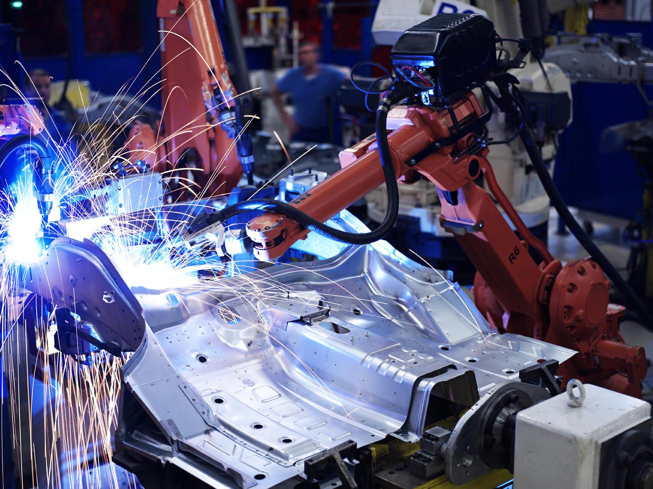 Découpe de pièces au laser dans l'indiustrie automobile