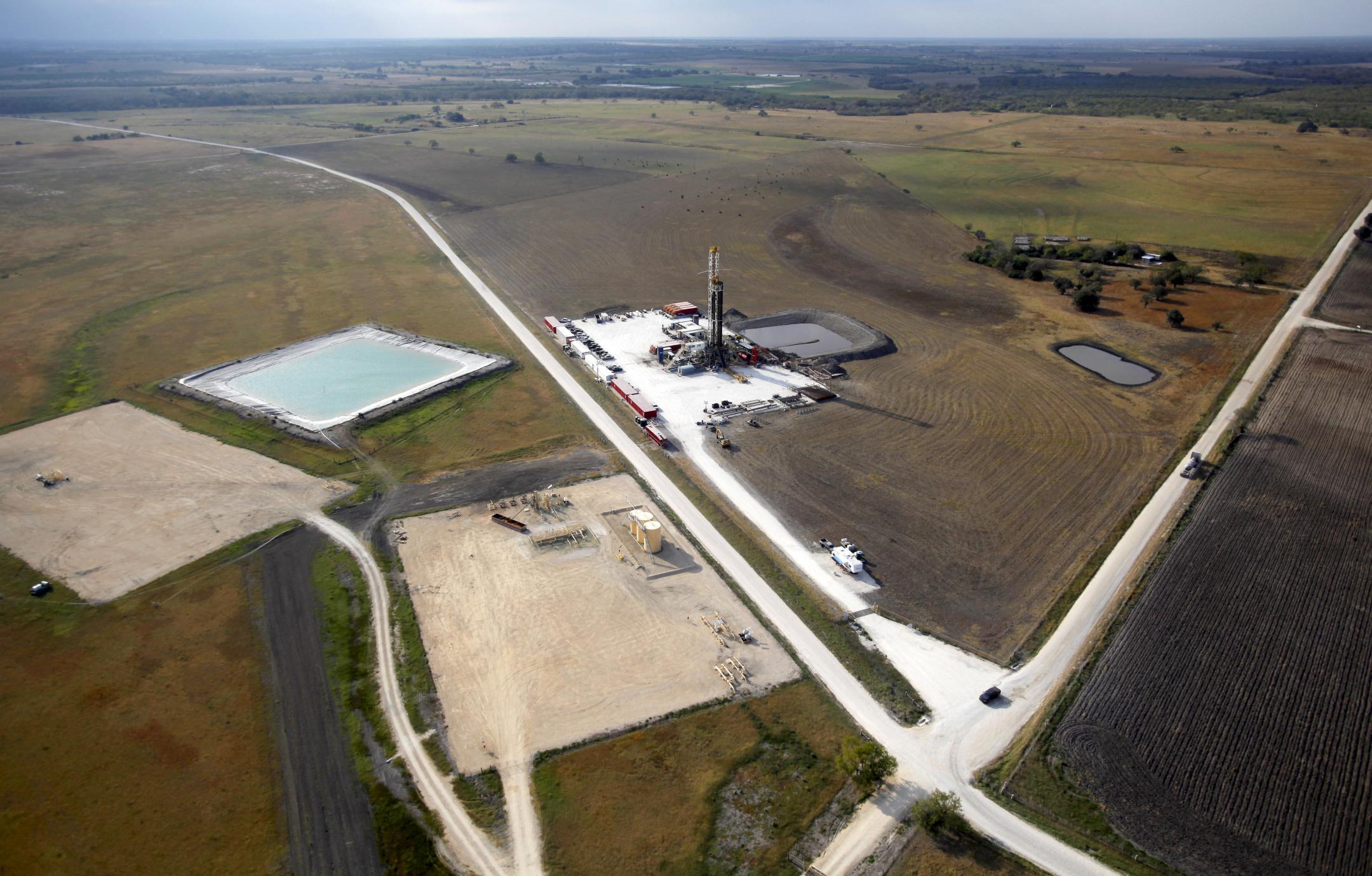 Groupe de puits de forages non conventionnels au Texas.