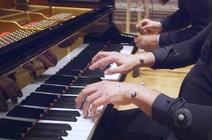 Pianiste équipé de capteurs