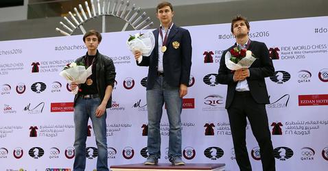 Podium du tournoi d'échecs de Doha (Qatar) en décembre 2016