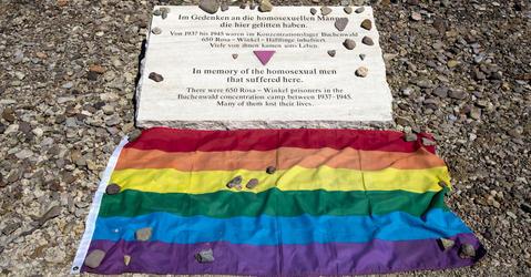 Plaque mémorielle commémorant les persécutions nazis envers les homosexuels