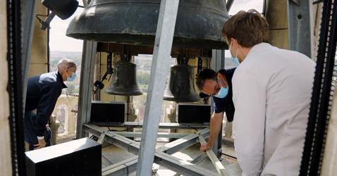 Des chercheurs étudient la cloche de Notre-Dame