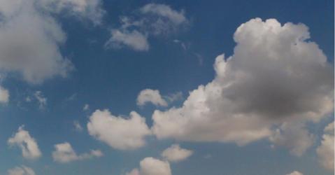 Nuages sur ciel bleu