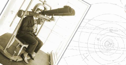 Image d'archive d'un homme avec binoculaire, image de microscopie, à droite, d'un arthropode à quatre yeux