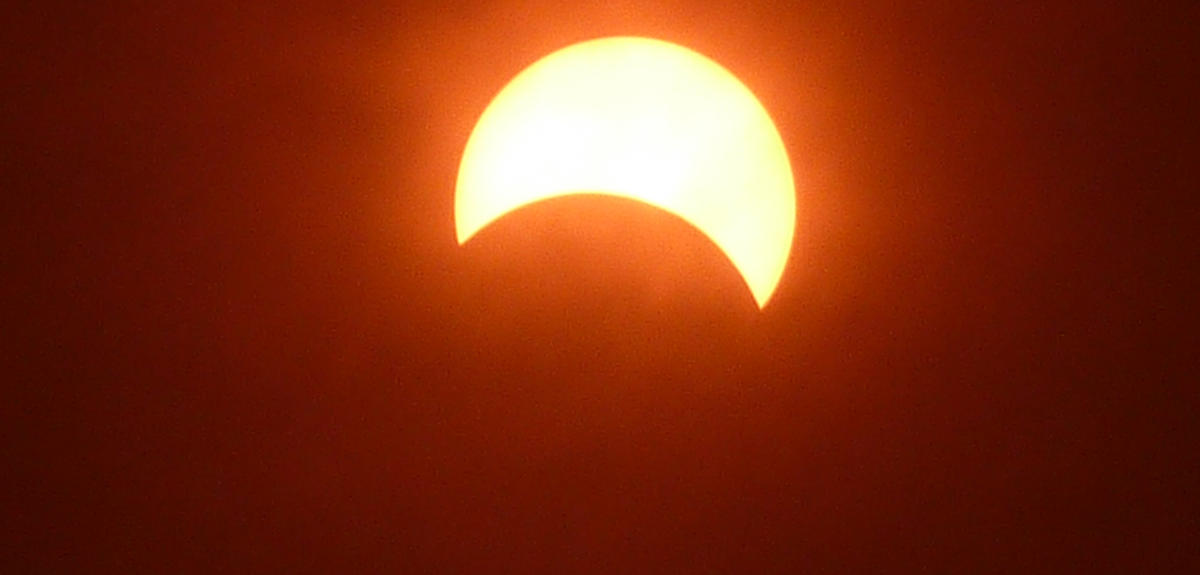 Éclipse de soleil observée en Chine.