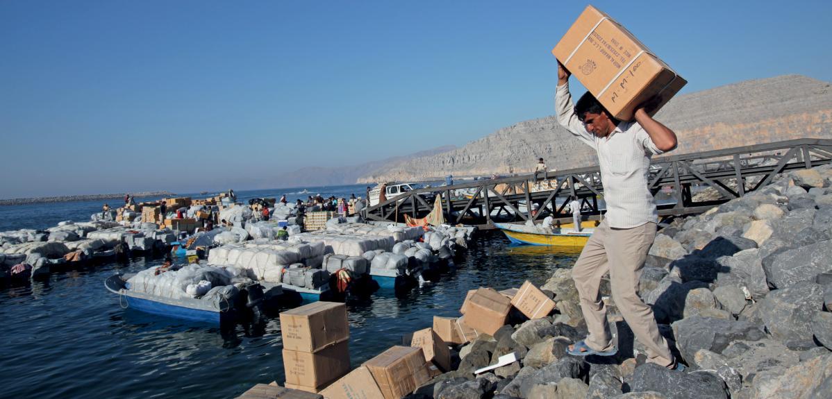 Contrebandier dans le port de Khasab, Iran.