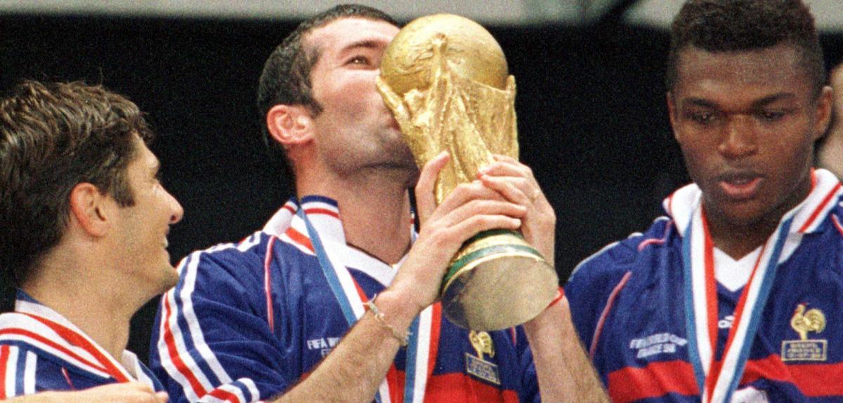 Six moments de t l qui ont marqu l 39 histoire cnrs le journal - Emmanuel petit coupe du monde 1998 ...