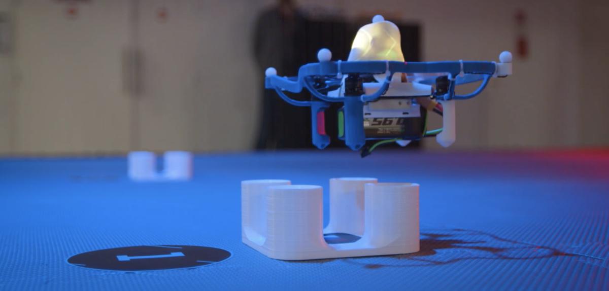 Les robots volants entrent dans l'arène