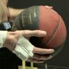 Joueur de basket avec capteurs installés sur corps