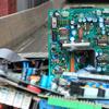 Cartes électroniques dans centre de tri